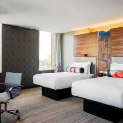 Гостиница Aloft Kiev комната для гостей