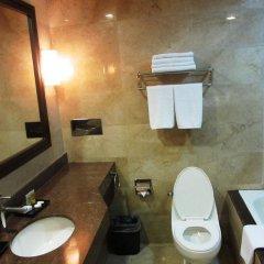 Отель Makati Crown Regency Hotel Филиппины, Макати - отзывы, цены и фото номеров - забронировать отель Makati Crown Regency Hotel онлайн ванная