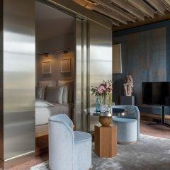 Отель Cour Des Vosges Париж балкон