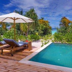 Отель Kudafushi Resort and Spa 5* Вилла разные типы кроватей фото 3