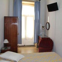 Отель Almada Порту сейф в номере