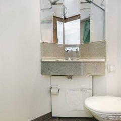 Отель CABINN Metro Hotel Дания, Копенгаген - 10 отзывов об отеле, цены и фото номеров - забронировать отель CABINN Metro Hotel онлайн ванная