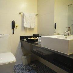 Отель Shanghai Airlines Travel Hotel Китай, Шанхай - 1 отзыв об отеле, цены и фото номеров - забронировать отель Shanghai Airlines Travel Hotel онлайн ванная фото 3