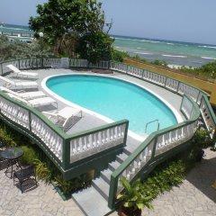 Отель Rose Hall de Luxe бассейн