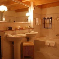 Отель Boutique Hotel Alpenrose Швейцария, Шёнрид - отзывы, цены и фото номеров - забронировать отель Boutique Hotel Alpenrose онлайн ванная фото 2