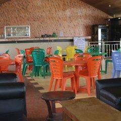 Tourist Castle Hotel and Suites Калабар гостиничный бар