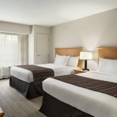 Отель Country Inn & Suites Columbus Airport комната для гостей фото 3