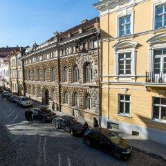 Old Town Hostel Alur парковка