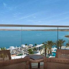 Отель Hilton Dead Sea Resort & Spa Иордания, Сваймех - 1 отзыв об отеле, цены и фото номеров - забронировать отель Hilton Dead Sea Resort & Spa онлайн балкон