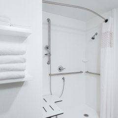 Отель Hampton Inn Meridian ванная фото 2