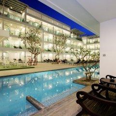 Отель The Old Phuket - Karon Beach Resort бассейн фото 2
