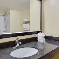 Отель Baymont by Wyndham Charlotte Airport North / I-85 North ванная