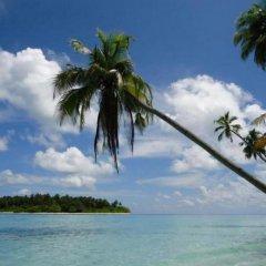 Отель Thulusdhoo Surf Camp Остров Гасфинолу пляж фото 2