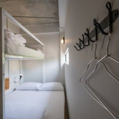 Liveitup Chitlom Hostel Бангкок комната для гостей фото 4