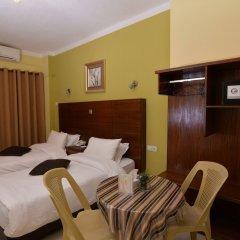Отель Amir Palace Aqaba сейф в номере
