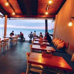 Отель Escape Beach Resort гостиничный бар