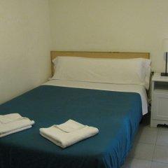 Отель Hostal Elkano Барселона комната для гостей