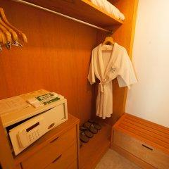 Отель Pinnacle Grand Jomtien Resort сейф в номере