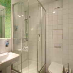 MEININGER Hotel Berlin Alexanderplatz 2* Улучшенный номер с различными типами кроватей фото 3