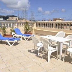 Отель Amoros бассейн