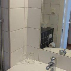 Отель STF Livin Hotel - Sweden Hotels Швеция, Эребру - отзывы, цены и фото номеров - забронировать отель STF Livin Hotel - Sweden Hotels онлайн ванная фото 2