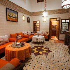 Отель Dar Ikalimo Marrakech гостиничный бар