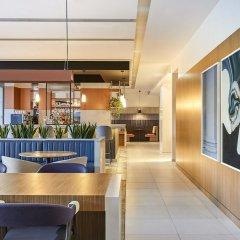 Отель Crowne Plaza Paris Republique гостиничный бар