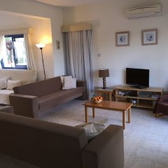 Отель Flouressia Gardens Протарас комната для гостей