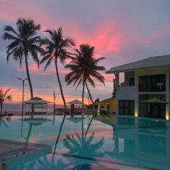 Отель Avenra Beach Hikkaduwa бассейн