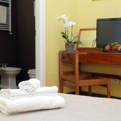 Отель Mecenate Rooms Рим сейф в номере