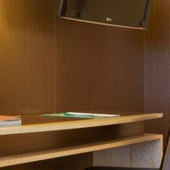 Отель Medinaceli сейф в номере