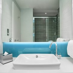 Отель Holiday Inn Express Amsterdam - City Hall ванная фото 2