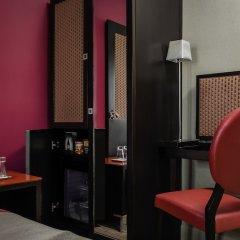 Отель Hôtel Courcelles Étoile сейф в номере