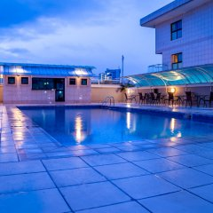 Protea Hotel Kuramo Waters Лагос бассейн