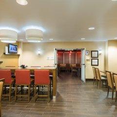 Отель Hampton Inn Manhattan/Times Square South США, Нью-Йорк - отзывы, цены и фото номеров - забронировать отель Hampton Inn Manhattan/Times Square South онлайн гостиничный бар