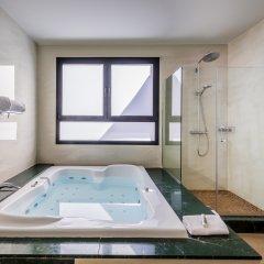 Отель Occidental Granada бассейн