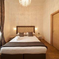Отель La Porta del Paradiso сейф в номере