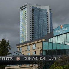 Отель Executive Hotel & Conference Center, Burnaby Канада, Бурнаби - отзывы, цены и фото номеров - забронировать отель Executive Hotel & Conference Center, Burnaby онлайн вид на фасад