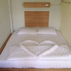 Micro Hostel сейф в номере