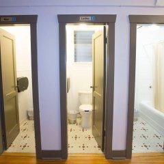 Отель The Buchan Hotel Канада, Ванкувер - отзывы, цены и фото номеров - забронировать отель The Buchan Hotel онлайн ванная фото 2