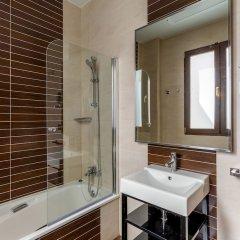 Отель Room Mate Leo Испания, Гранада - отзывы, цены и фото номеров - забронировать отель Room Mate Leo онлайн ванная фото 2