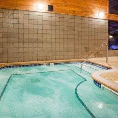 Отель AmericInn by Wyndham Mora бассейн