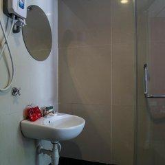 Отель OYO 173 De Nice Inn Малайзия, Куала-Лумпур - отзывы, цены и фото номеров - забронировать отель OYO 173 De Nice Inn онлайн ванная