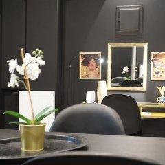 Апартаменты Exclusive Design Studio with Yard Афины в номере