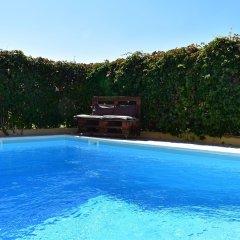 Отель Helen's Villa бассейн