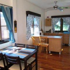 Отель Rom-Yen Guest House Камала Бич в номере