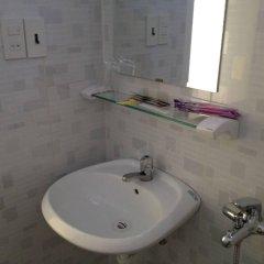 Отель Phuong Hong Guesthouse Далат ванная
