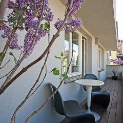 Отель The Emblem Hotel Чехия, Прага - 3 отзыва об отеле, цены и фото номеров - забронировать отель The Emblem Hotel онлайн балкон