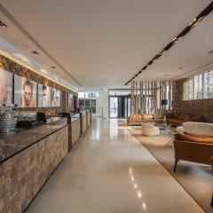 Отель ME Madrid Reina Victoria гостиничный бар