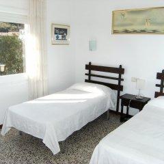 Отель Apartamentos Flomar Испания, Л'Эстартит - отзывы, цены и фото номеров - забронировать отель Apartamentos Flomar онлайн комната для гостей